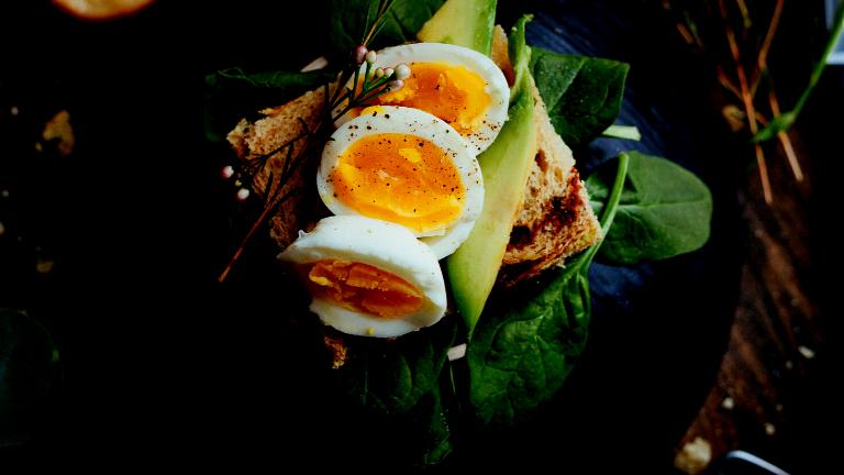 ダイエット中は朝食を抜いたほうが効果があるの?太るって本当?解説します。